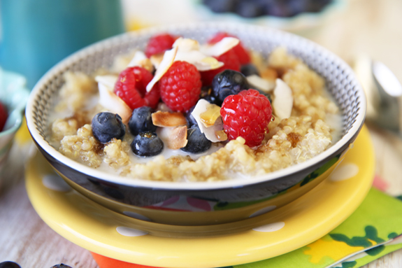 QUINOA BREAKFAST CEREAL WITH BERRIES AND ALMONDS